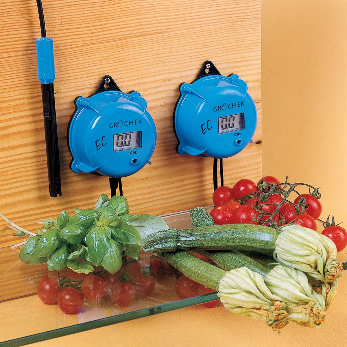 HI983302  Gro'Chek On-line Waterproof EC Meter with LCD